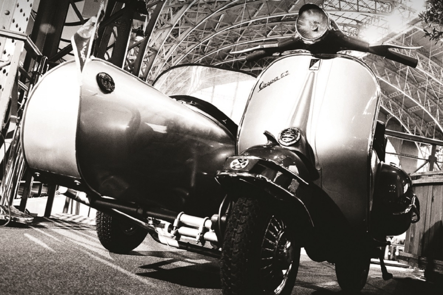 "Expo ""Vespa 70 Years "" @ Autoworld Brussels - van 26 maart tot 10 april 2016"